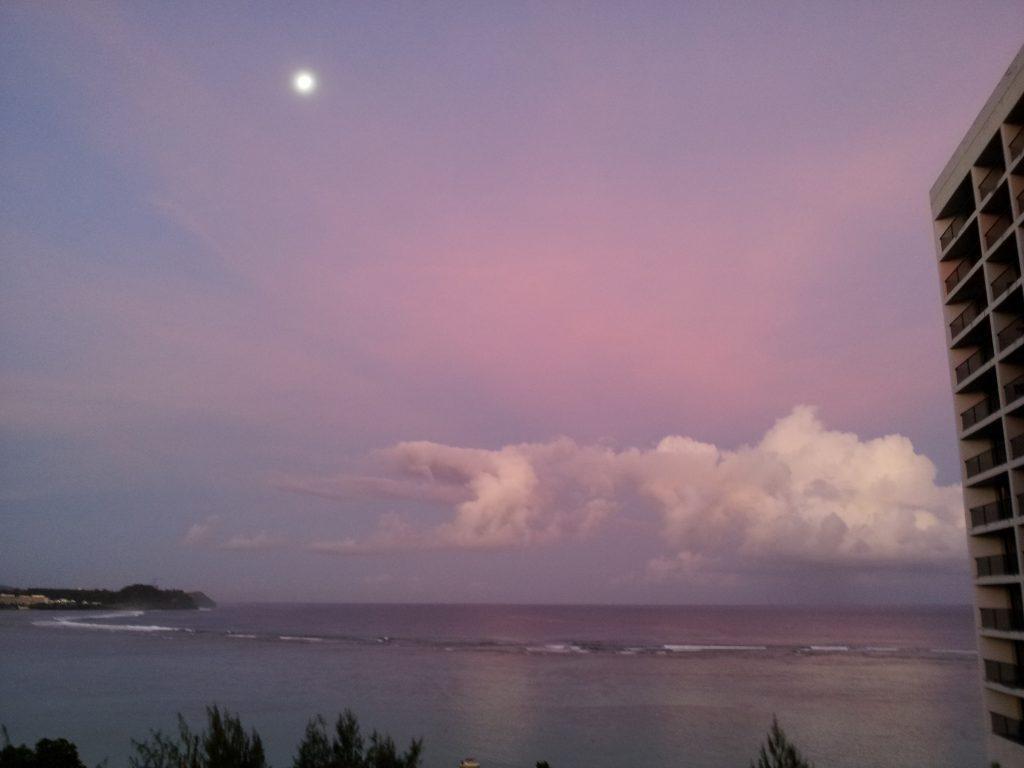 ホテルからみるタモンビーチと空