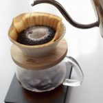 ハンドドリップでコーヒーを淹れる