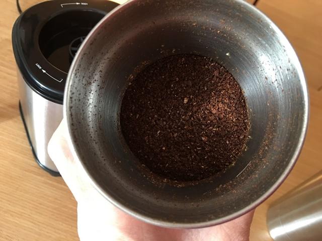 粗く挽いたコーヒー豆